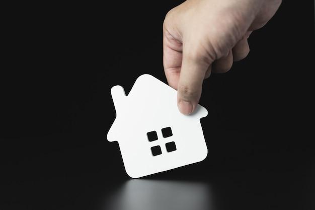 Modelo de casa en agente de seguros de hogar