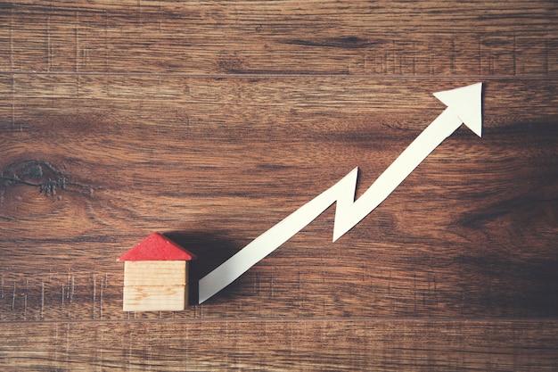 Modelo de casa y crecimiento en mesa