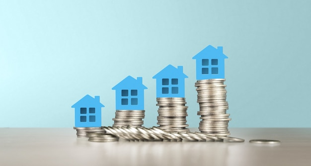 Modelo de casa en miniatura independiente simulada en monedas. concepto de inversión inmobiliaria inmobiliaria