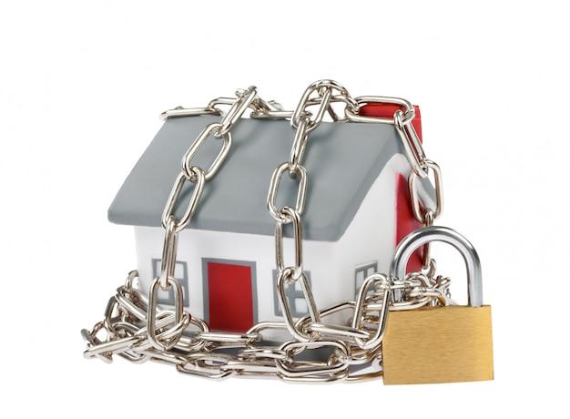 Modelo de casa en plastico con cadena y candado.