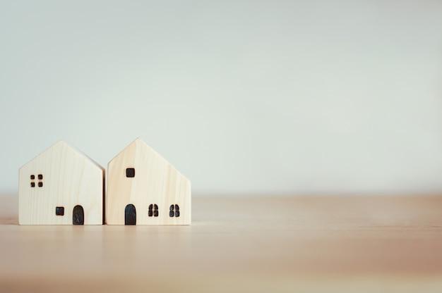 Modelo de casas para préstamos hipotecarios, finanzas o concepto de construcción de viviendas