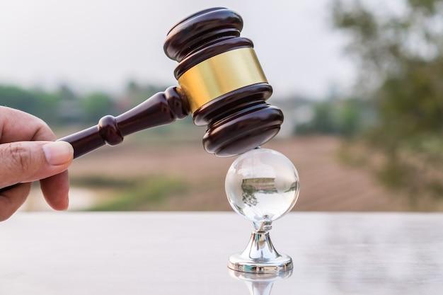 El modelo de cristal de mazo de juez debe tener vigencia legal o certificación de supervivencia.