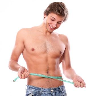 Modelo de hombre sin camisa