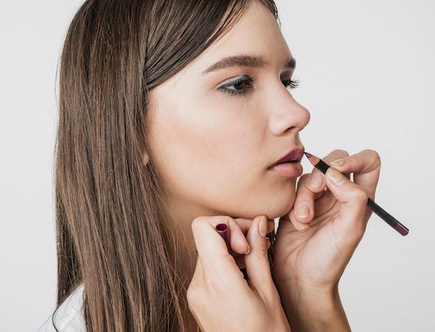 Modelo de maquillaje lindo de cerca