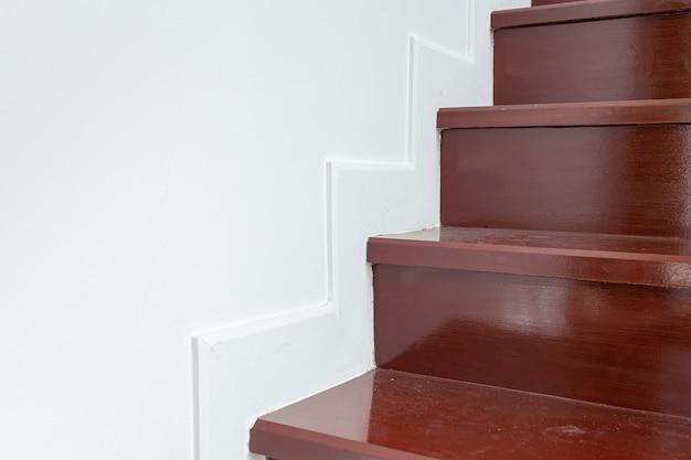 Moderna escalera de parquet de madera