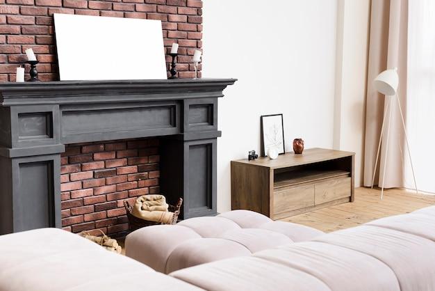 Moderna sala de estar elegante con chimenea