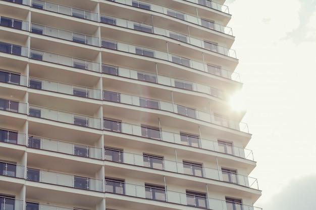 Moderno bloque de pisos