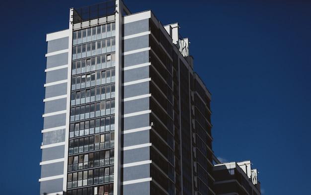 Moderno edificio de apartamentos