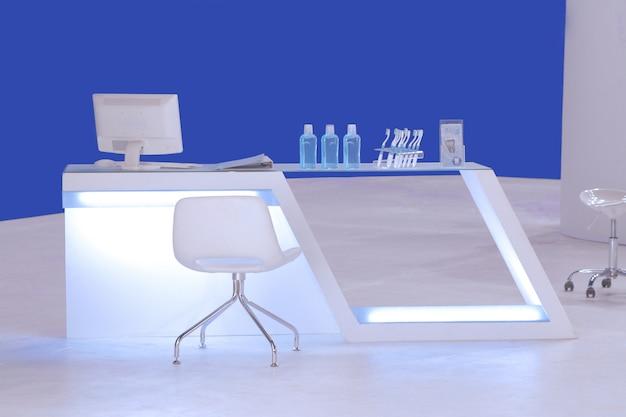 Un moderno mostrador de cabina de atención dental.