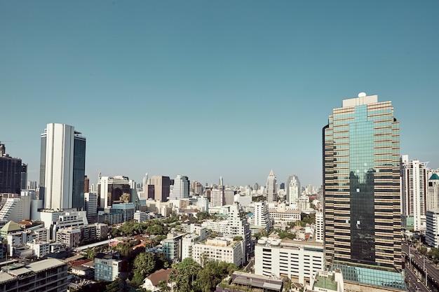 Los modernos edificios de los rascacielos de la ciudad.