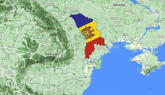 Moldavia vista desde satélites cubiertos con la bandera nacional moldavia en el mapa del mundo