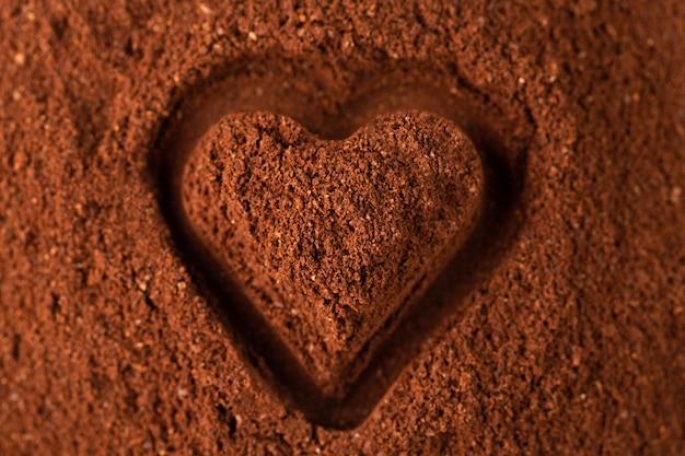 Moler la textura de café con corazón