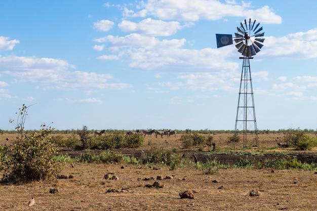 Molino de viento para bombear agua del parque nacional kruger