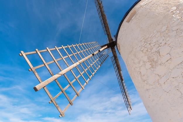 Molinos de viento don quijote en consuegra, toledo, españa.