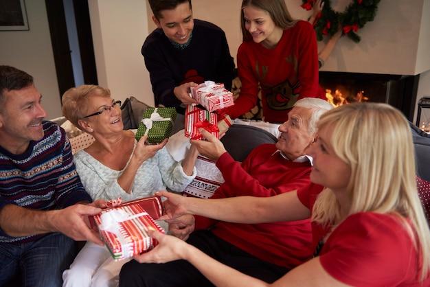 El momento de dar un regalo