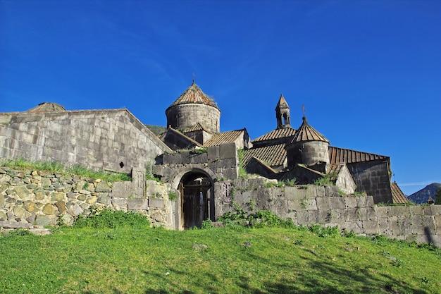 Monasterio haghpat en las montañas del cáucaso, armenia