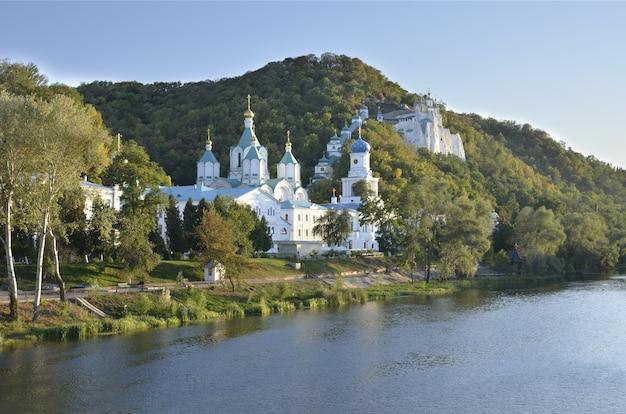 Monasterio de la santa asunción lavra, svyatogorsk, ucrania