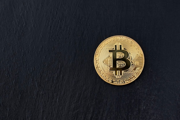 Moneda bitcoin en negro