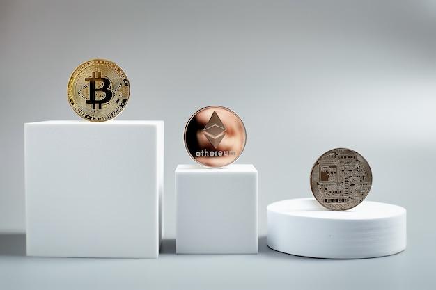 Moneda de oro bitcoin y fondo gráfico desenfocado.