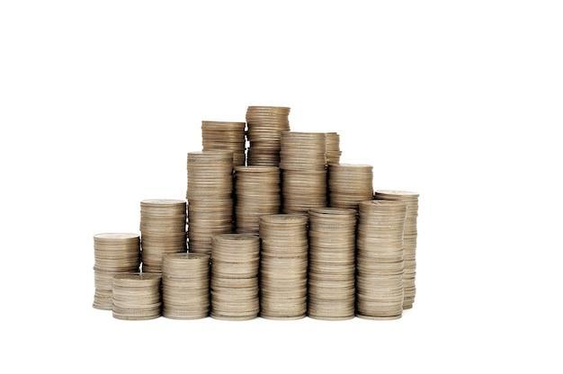 Monedas apiladas para ahorrar dinero y el concepto de crecimiento de la inversión empresarial