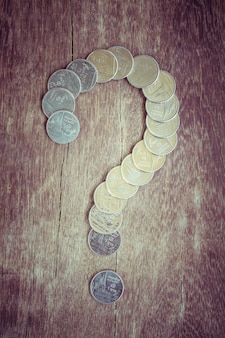 Monedas baht tailandia signo de interrogación con efecto de filtro retro estilo vintage