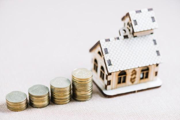 Monedas y composición de la casa