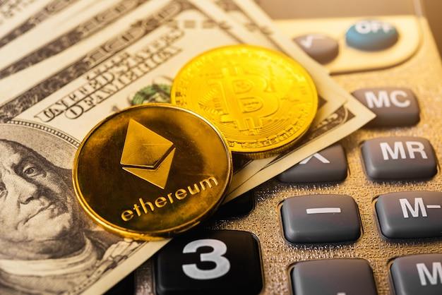 Monedas de éter dorado o intercambio de red ethereum en calculadora y 100 dólares
