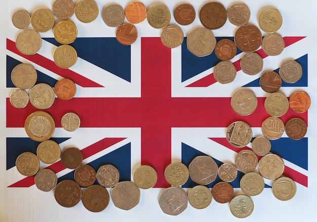 Monedas de libra, reino unido sobre bandera