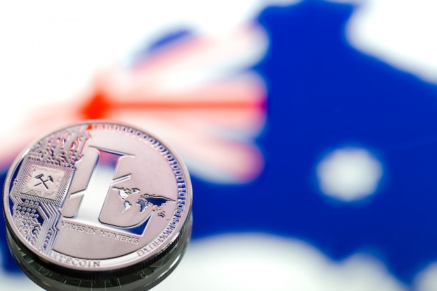 Monedas litecoin, en el contexto de australia y la bandera australiana, concepto de dinero virtual, primer plano. imagen conceptual