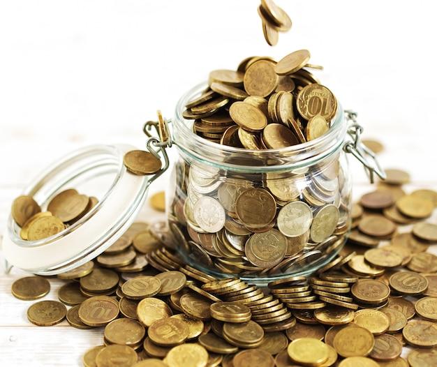 Monedas en la mesa