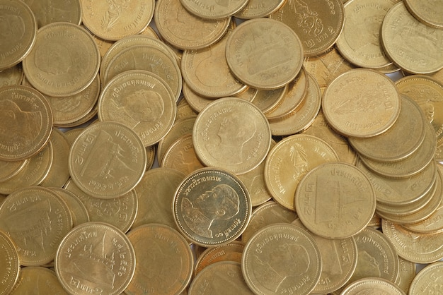 Monedas de oro dos baht en vista superior