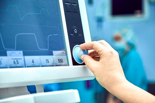 Monitorización del signo vital del paciente en quirófano