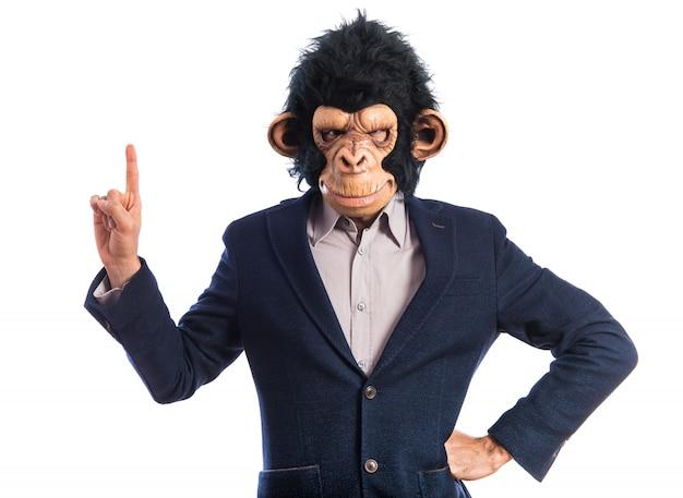 Mono hombre apuntando hacia arriba