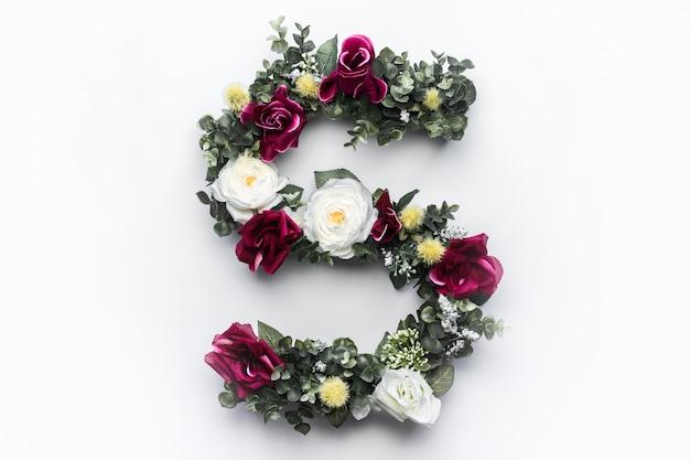 Monograma floral de la letra s de la flor
