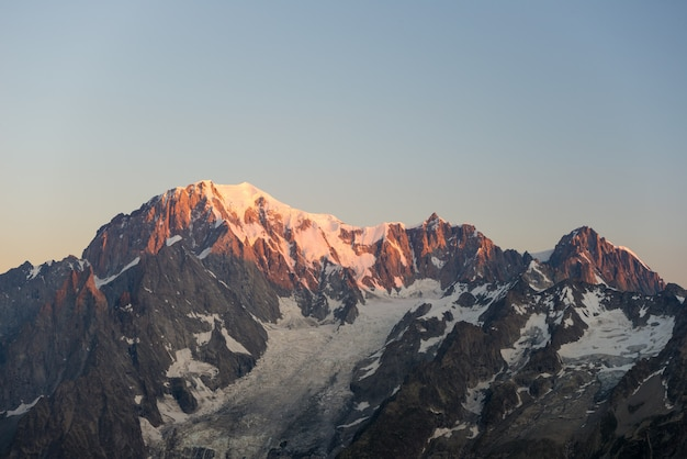 Mont blanc al amanecer