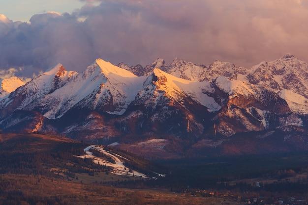 Montaña escénica de tatra