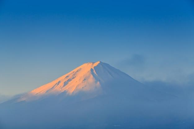 Montaña fuji con luz de la mañana