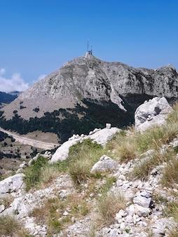 Montaña lovcen en montenegro