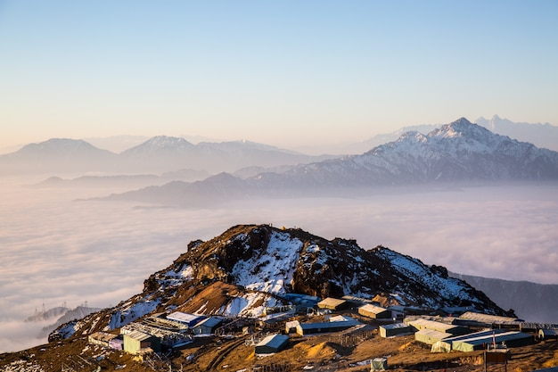 Montaña con precipicio