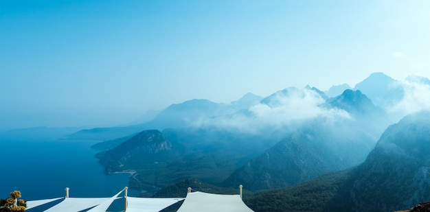Montañas azules en turquía antalia