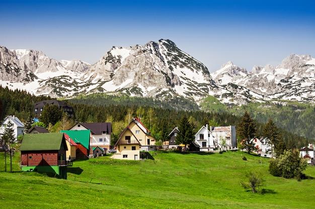 Montañas cerca de zabljak en montenegro