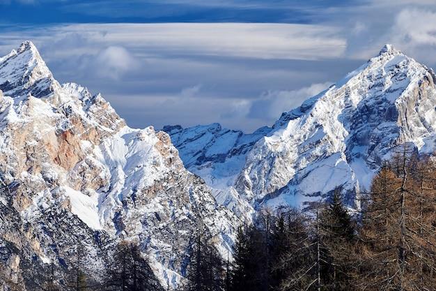 Montañas de cortina de impezzo