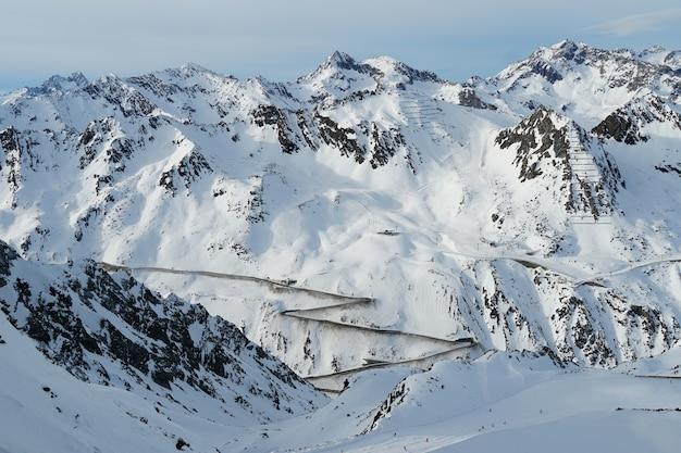 Montañas escénicas en los alpes austríacos