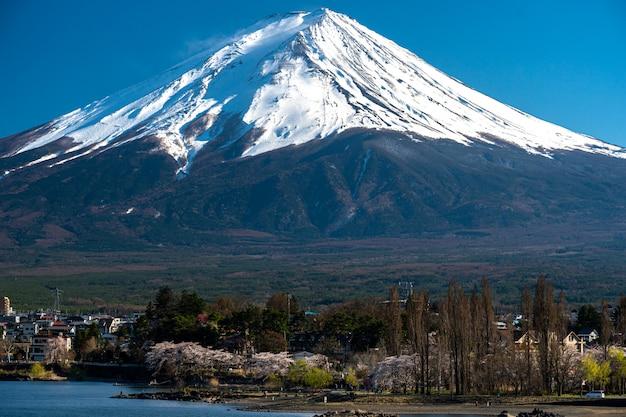Monte fuji en kawaguchiko fujiyoshida, japón.