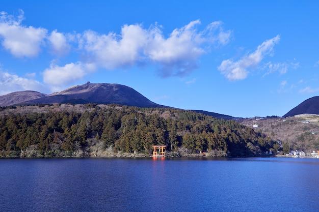 Monte fuji con el lago ashi de hakone.
