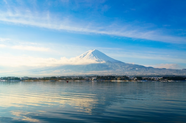 Monte fuji y el lago kawaguchi, japón