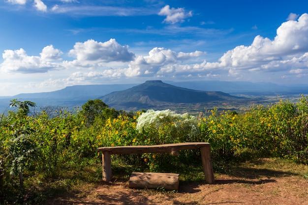Monte fuji en la provincia de loei, tailandia. esta montaña se parece al monte fuji en japón