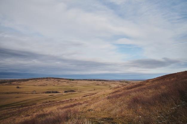 Monte shihan toratau cerca de la ciudad de ishimbai. bashkortostán. rusia.