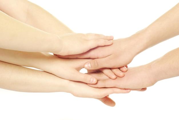 Montón de manos aislado en un blanco