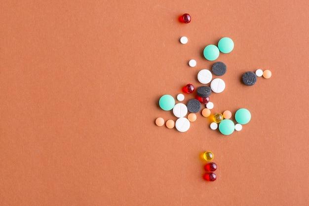 Montón de pastillas surtidas